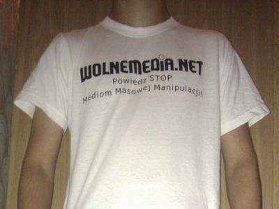 http://wolnemedia.net/obrazki/wm-koszulka-czytelnik.jpg
